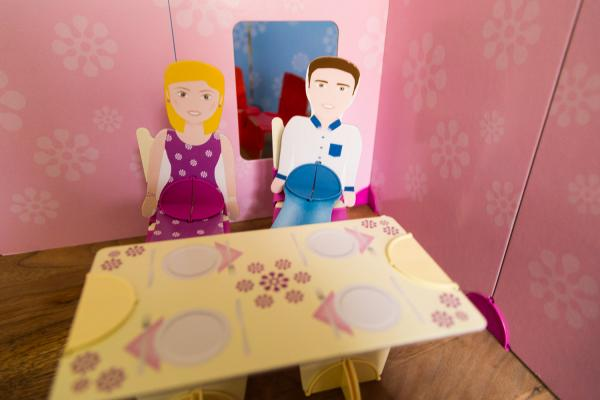 Dollswalls byg dit eget dukkehus i pap