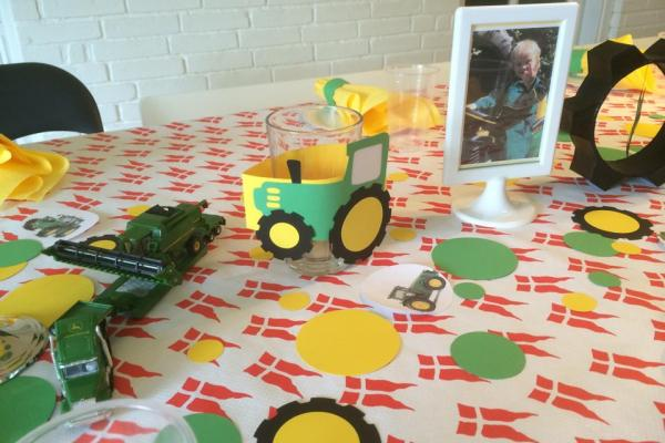 John Deere, traktor, børnefødselsdag, borddækning, vaser