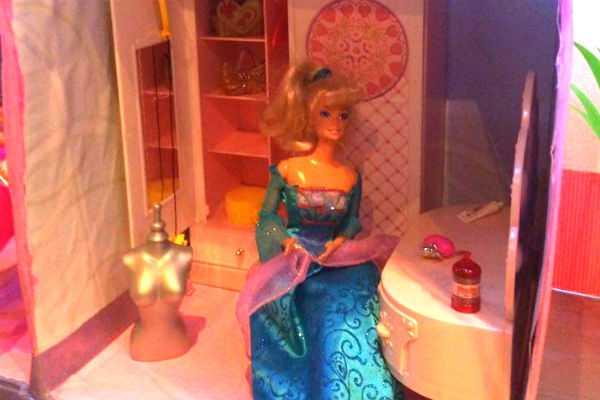 Barbie hus af pap barbie house made of cardboard