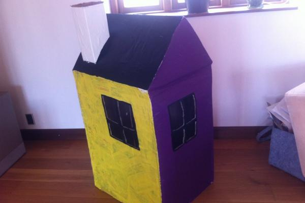 papkassehus, legehus, papmache, kreativ med ungerne, kreative ideer