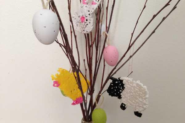 Påskepynt påskeophæng med lam, hare, kylling af rørperler