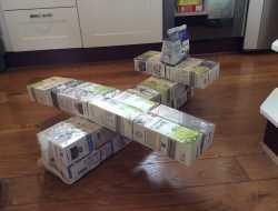 fly af mælkekarton med papmache