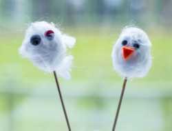 candyfloss kylling æg dekoreret med krøllet uld