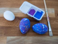 dekorer æg som galaxeæg