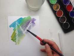 Tryllebogstaver med vandfarve, stearin på akvarelpapir